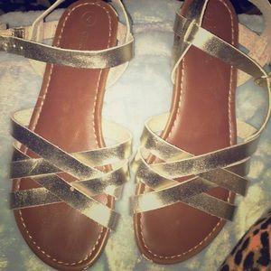 Cherokee sandals 4